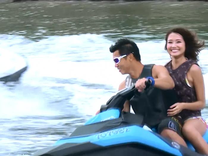 劉溫馨濕身玩水上電單車