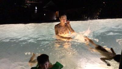 3個細路游夜水