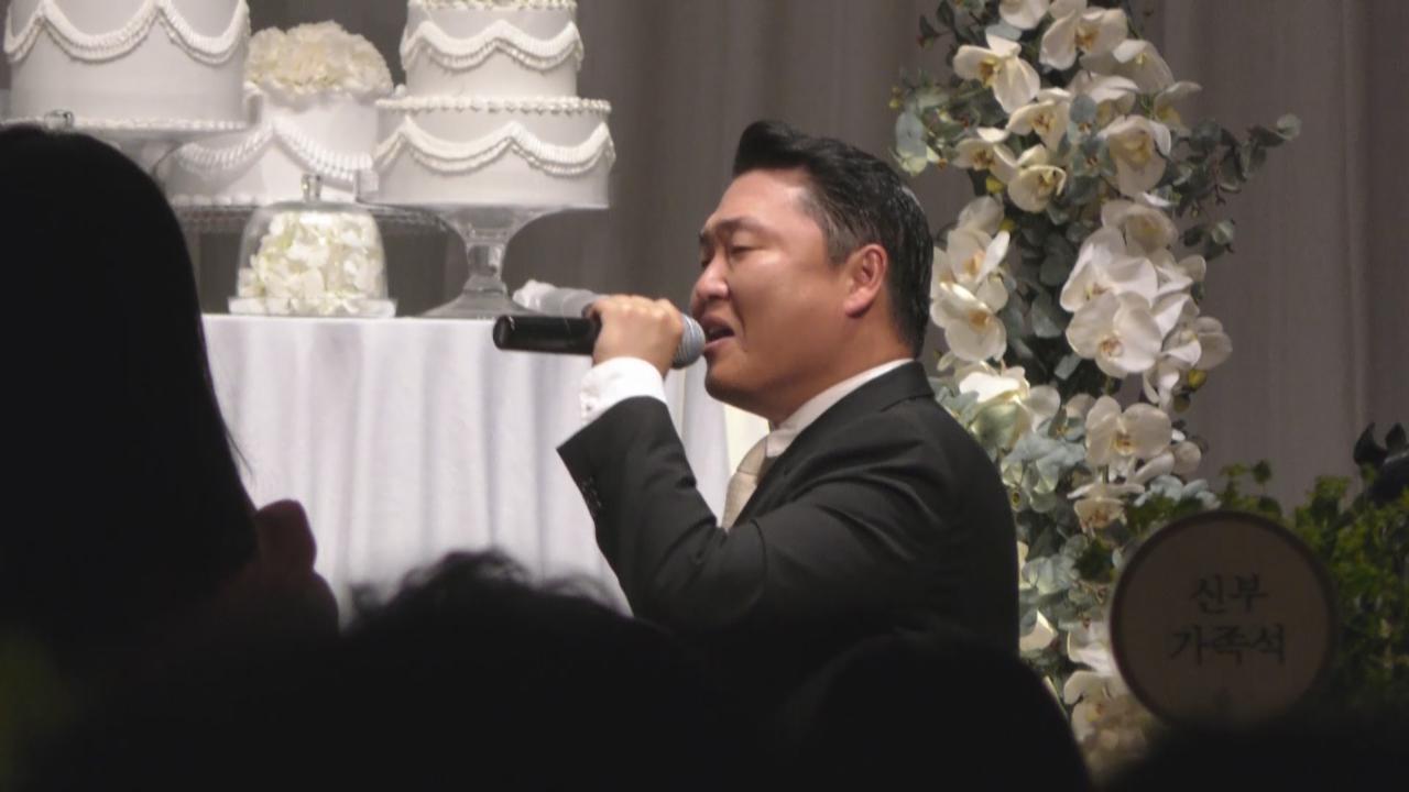 娛樂公司代表舉行婚禮 PSY開金口獻唱祝賀新人