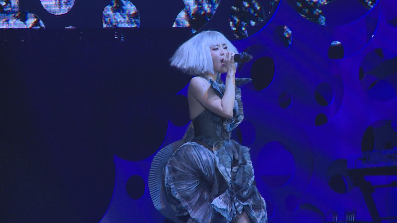 香港站巡唱開鑼 蔡健雅以破格造型登場