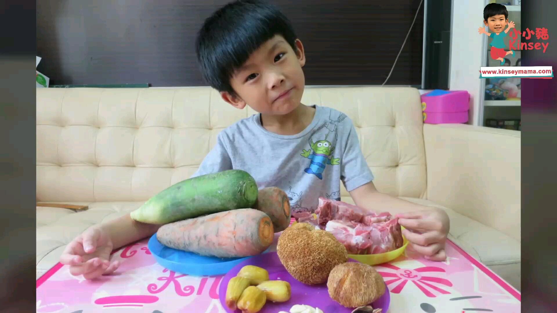 小小豬湯水篇 - 青紅蘿蔔猴頭菇豬骨湯