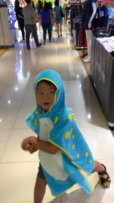2017-07-01 買了新浴巾,高興到即刻亂打功夫