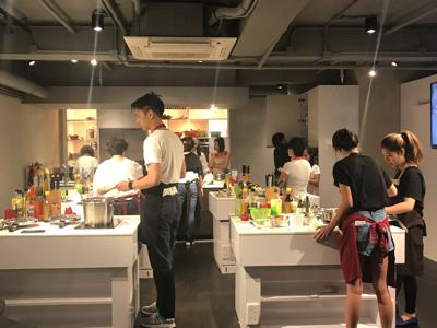 2017-07-07 星級化妝師 Meegan 在cook town 替玻璃朱化妝