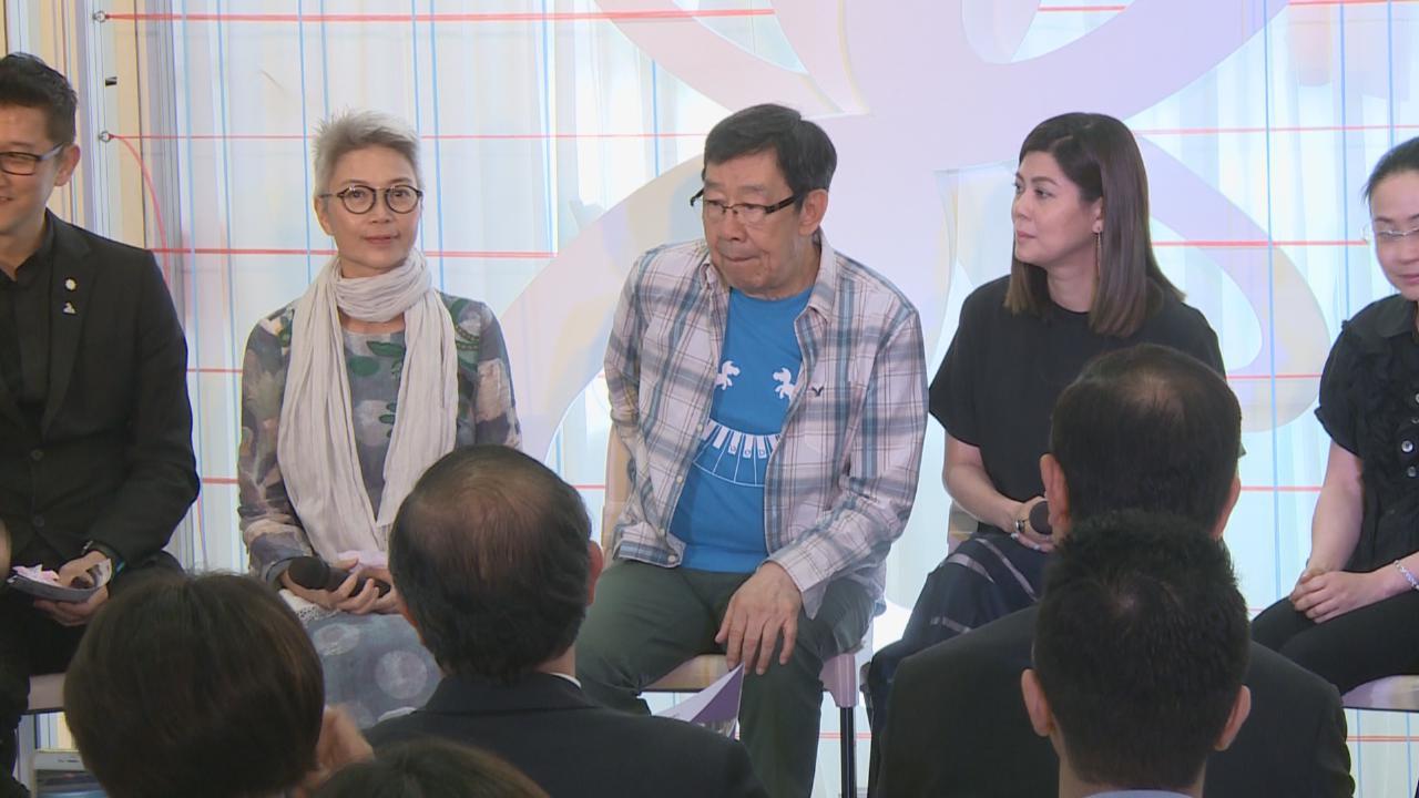 胡楓喜與老朋友見面 準時收看四哥新劇表支持