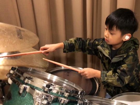 6歲小廚神 趙家亨 on Drums