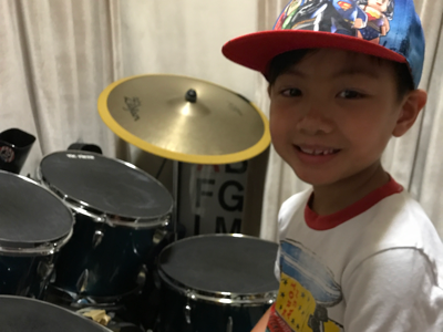 6歲小廚神 Cameron on drums