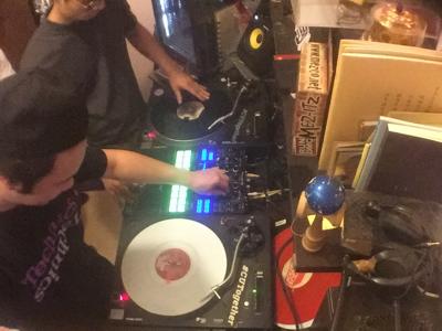 DJの日常?團聚?