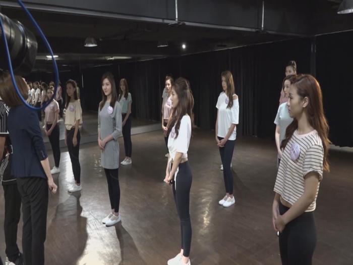 候選港姐接受舞蹈訓練