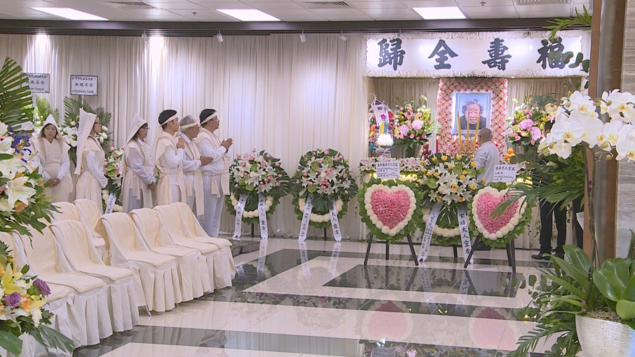 李丞責為母親設靈 圈中好友到場悼念