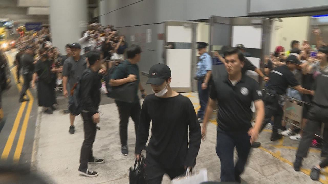 500位瘋狂粉絲捱夜接EXO機