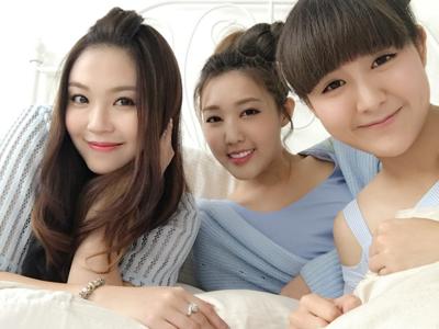 2017-08-07 麥皓兒 Joey Mak的直播(三女床上戲)