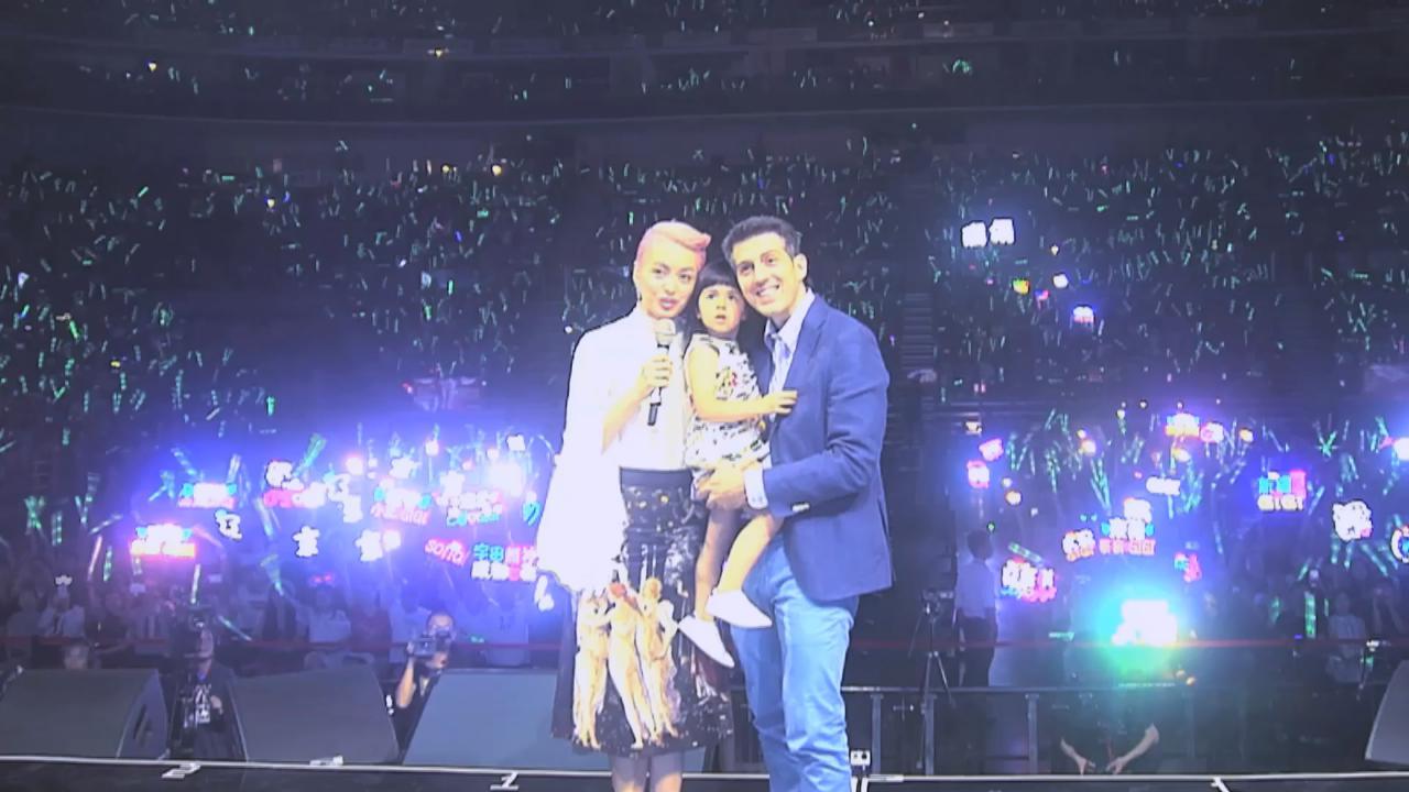 梁詠琪北京舉行巡唱 一家三口與歌迷合照