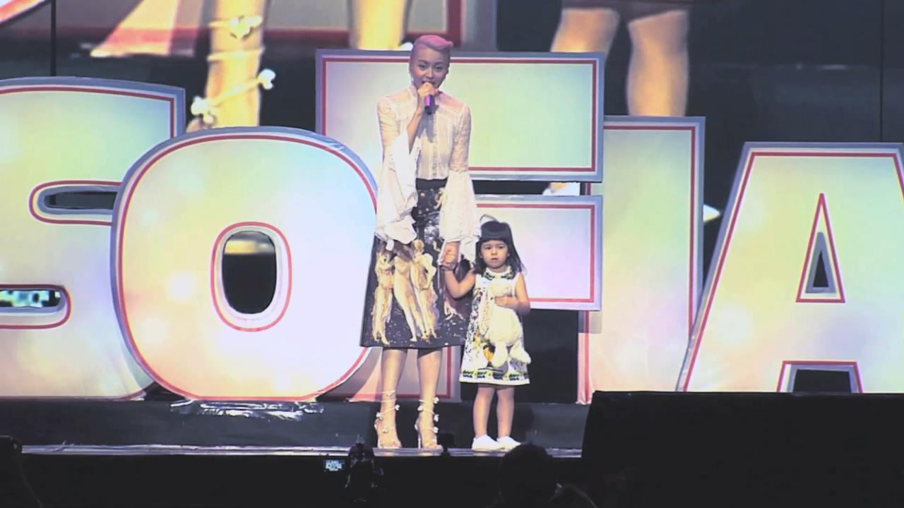 (國語)梁詠琪北京舉行巡唱 一家三口與歌迷合照