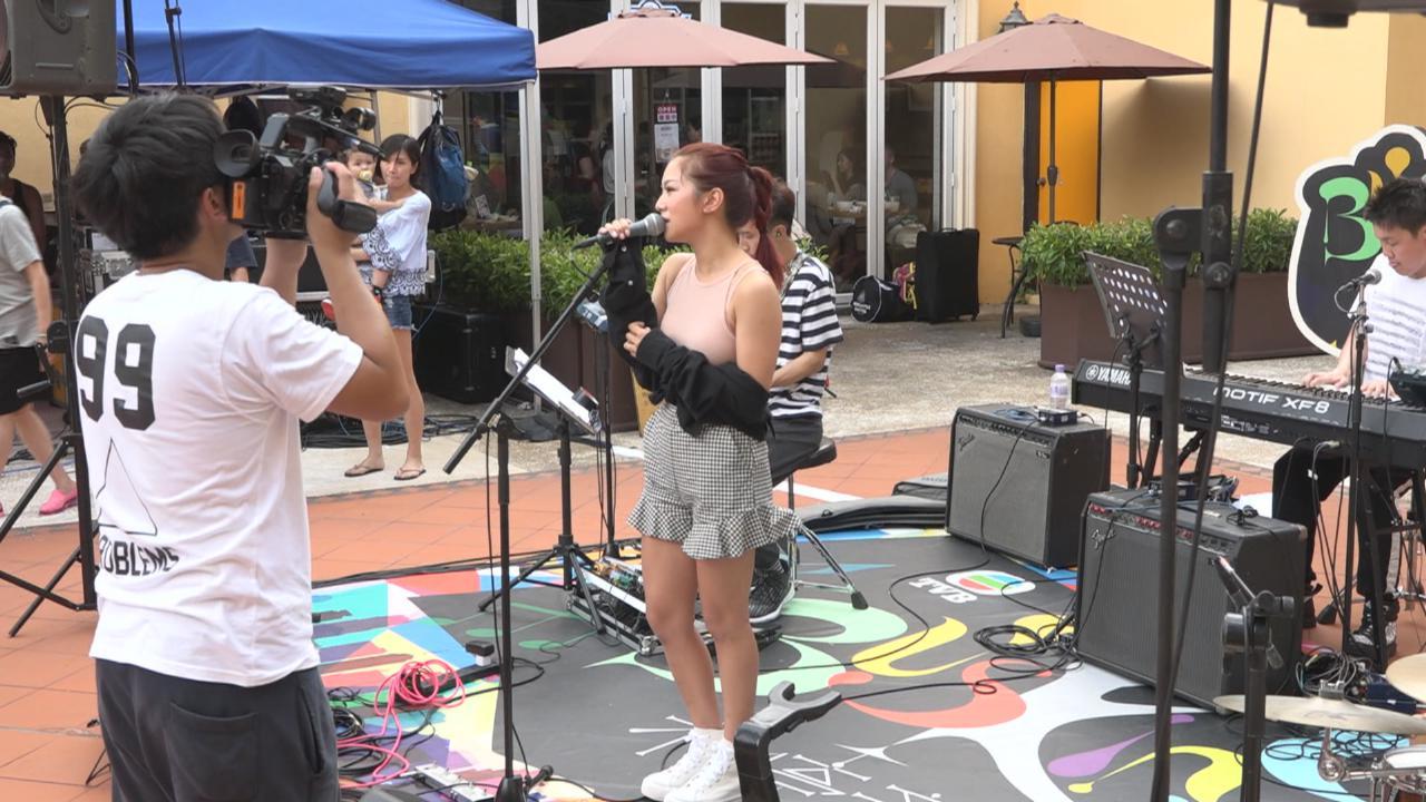 高溫下拍攝Busking不停音樂 眾歌手賣力獻唱歌曲