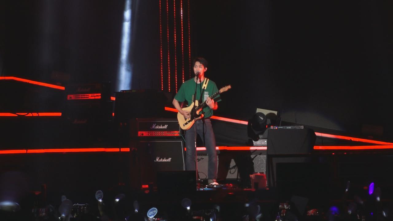 (國語)CNBLUE第十次訪港開演唱會 四子以廣東話與粉絲互動