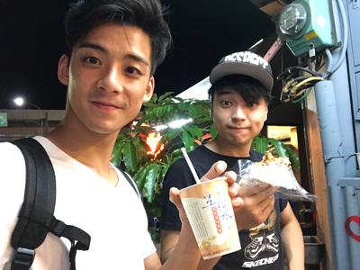 台北街頭食完又食