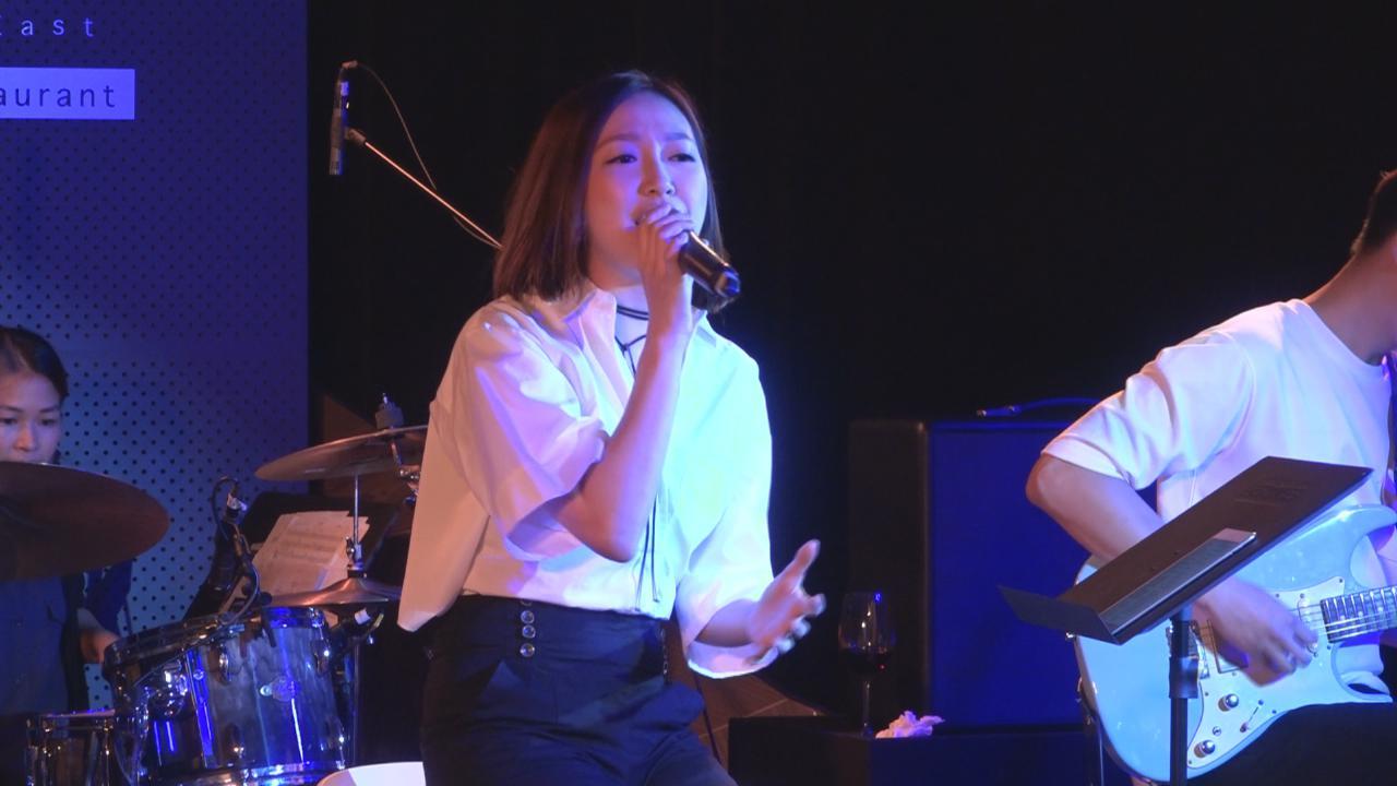 葉巧琳舉辦迷你音樂會 落力獻唱展現歌唱實力