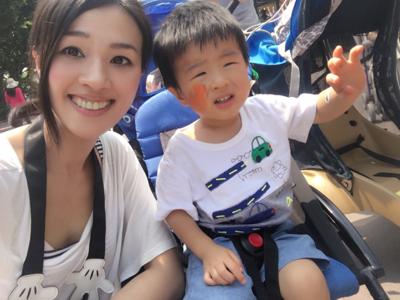 暴龍媽媽香港迪士尼樂園的直播