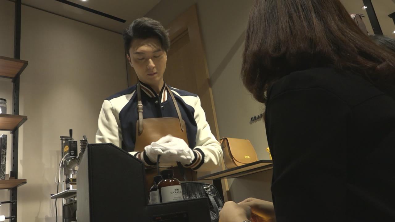 (國語)擔任皮革品牌一日店長 王浩信自誇手工了得