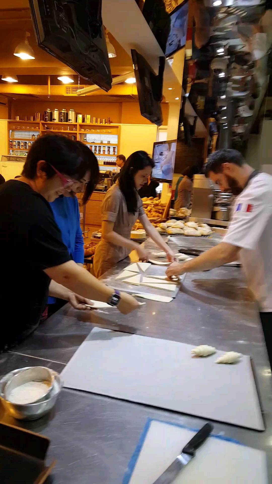 2017-09-21 Bonniesoso的影片今天去看做法國牛角包和其他法式麵包
