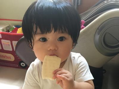 2017-09-23 Mia Baby的大躍進(自己開餅餅,自食)😍😍