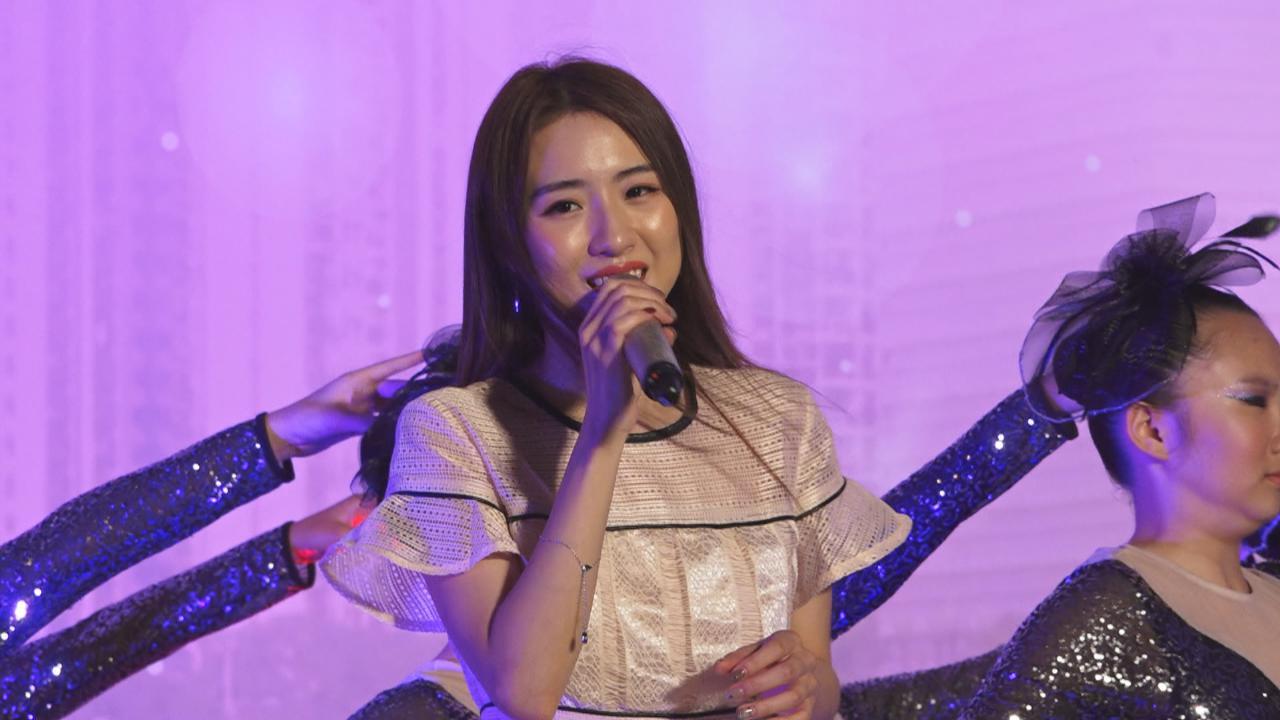 眾歌手與沙田街坊慶中秋 落力獻唱大展歌喉