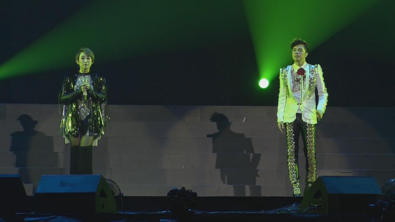 (國語)張敬軒王菀之澳門開演唱會 台上載歌載舞炒熱氣氛