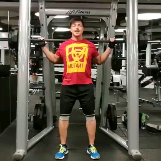 2017-10-10 Rocky Cheng 鄭健樂的影片 Smith Machine Squat
