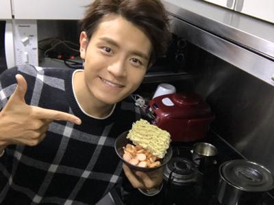 安俊豪 廚房 一齊炒公仔麵??