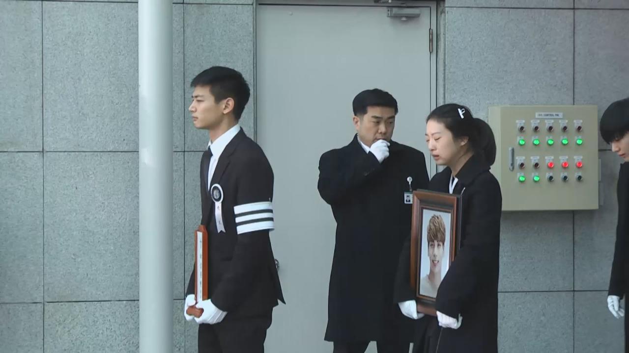 (國語)鐘鉉設靈儀式第二日 眾多圈中人到場弔唁