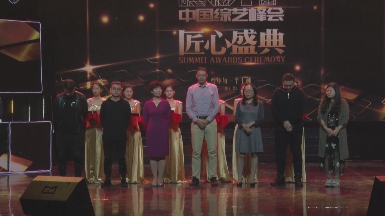 (國語)王迅奪得年度綜藝藝人 向幕後工作人員致敬