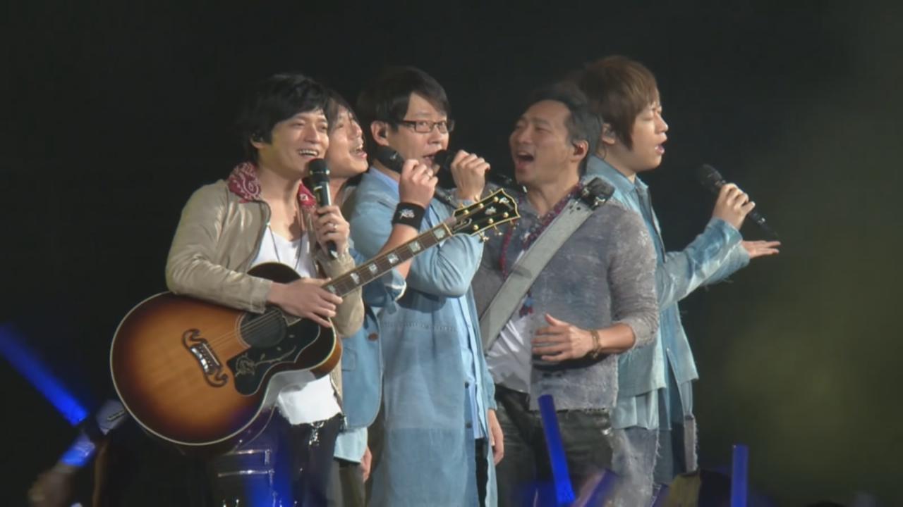 演唱會第二場適逢平安夜 五月天送歌迷巨型聖誕樹