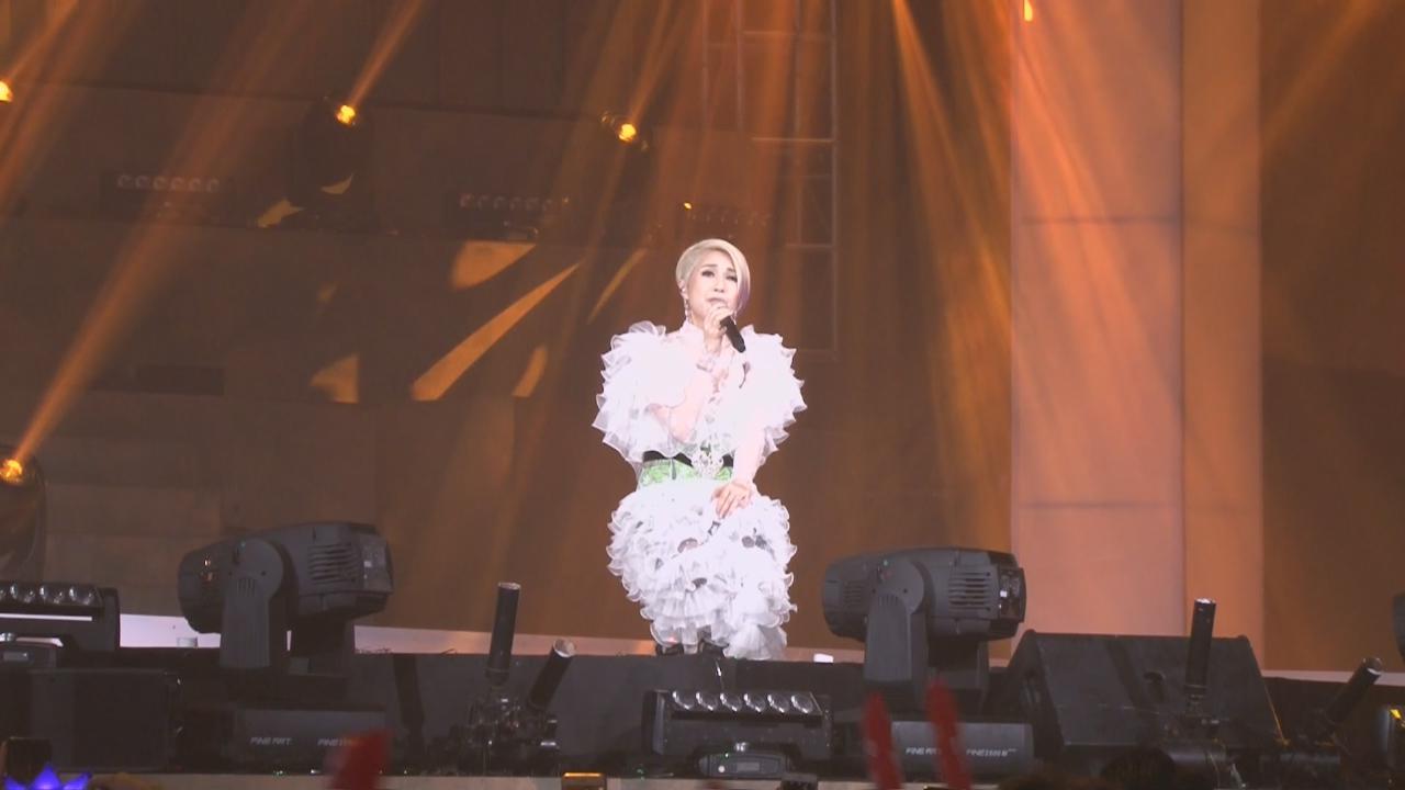 楊千嬅演唱會第六場 換上多套新歌衫登場