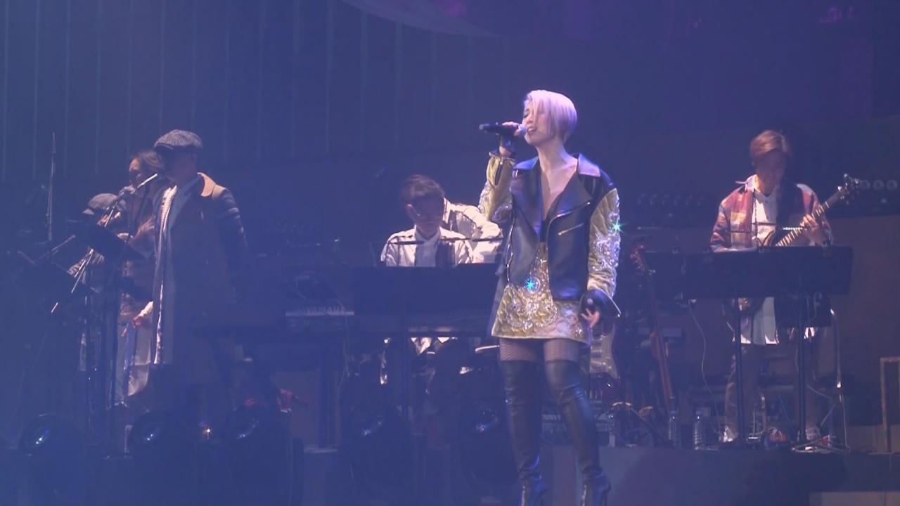 楊千嬅演唱會第七場 以新造型登場落力獻唱