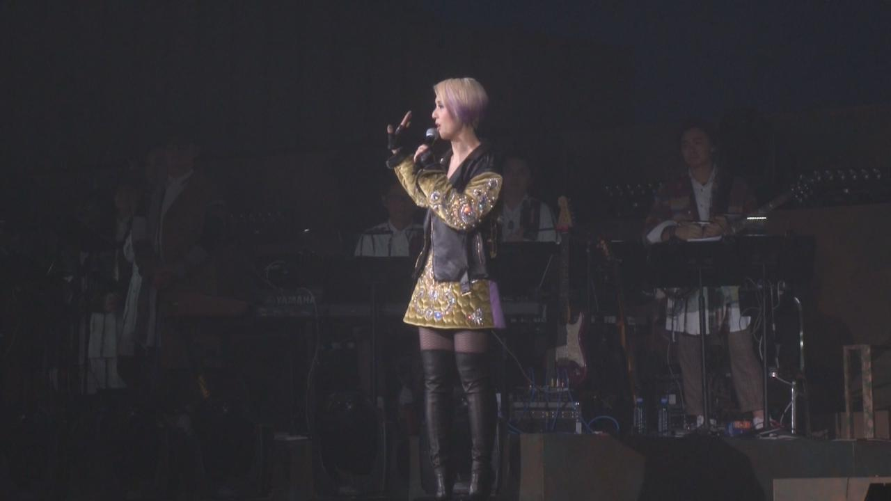 (國語)楊千嬅演唱會第七場 以新造型登場賣力獻唱