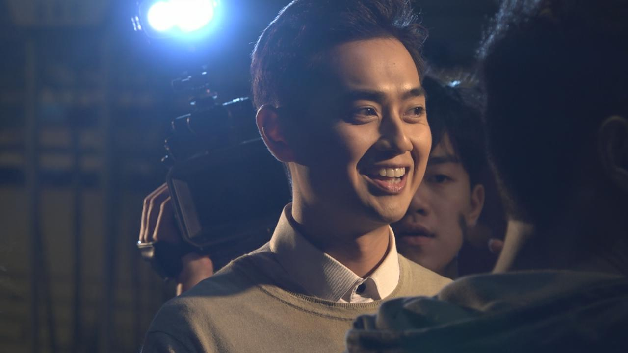 鄭俊弘為新歌拍攝MV 被記者圍攻表現享受