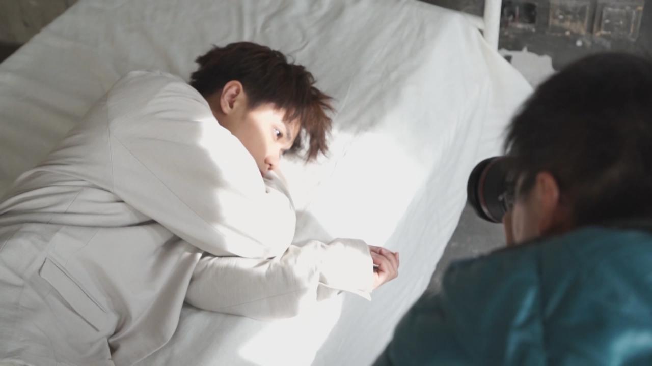 張敬軒拍攝新歌MV 盼傳遞逆境自強訊息
