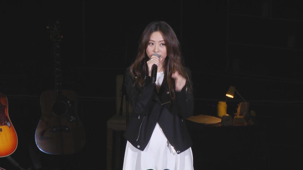 陳綺貞台灣演唱會第二場  邊彈邊唱騷音樂才華