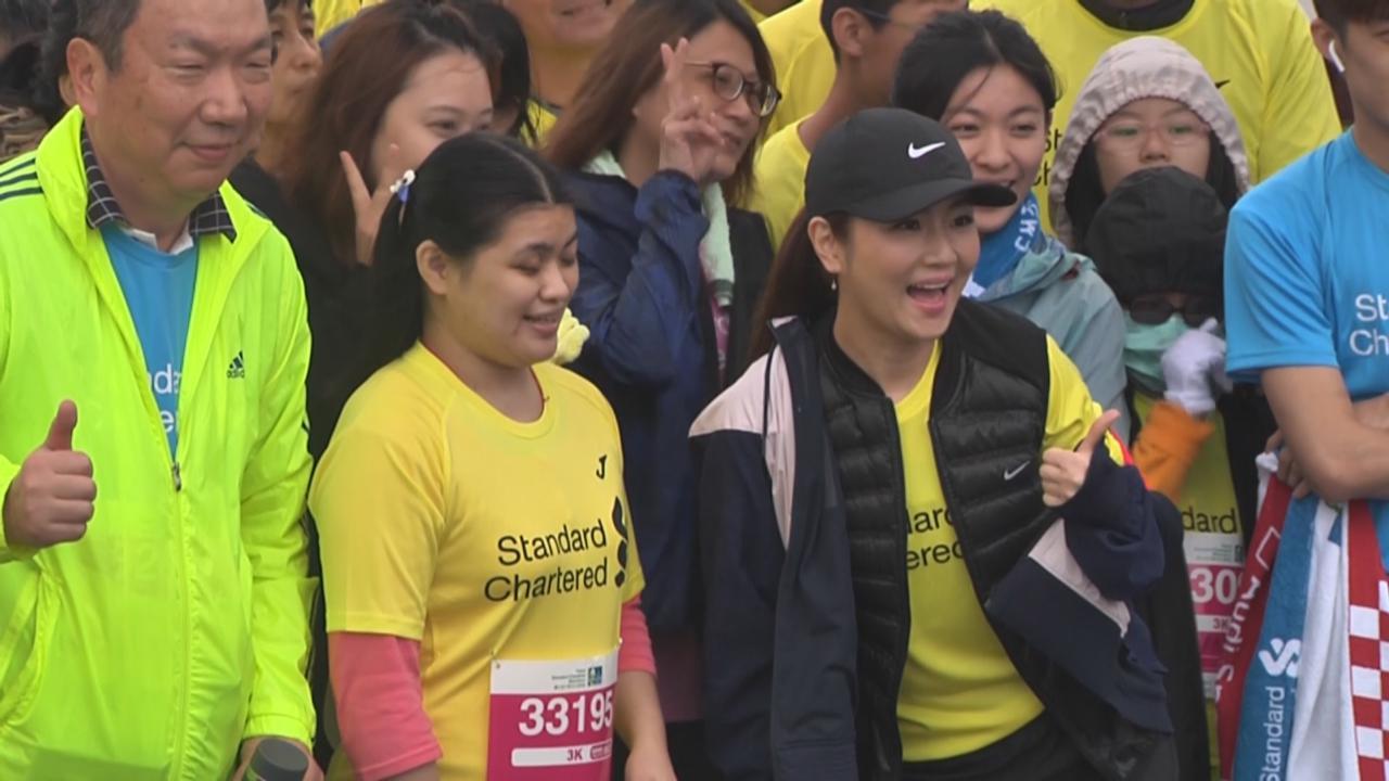 Selina化身陪跑員 助視障人士完成馬拉松