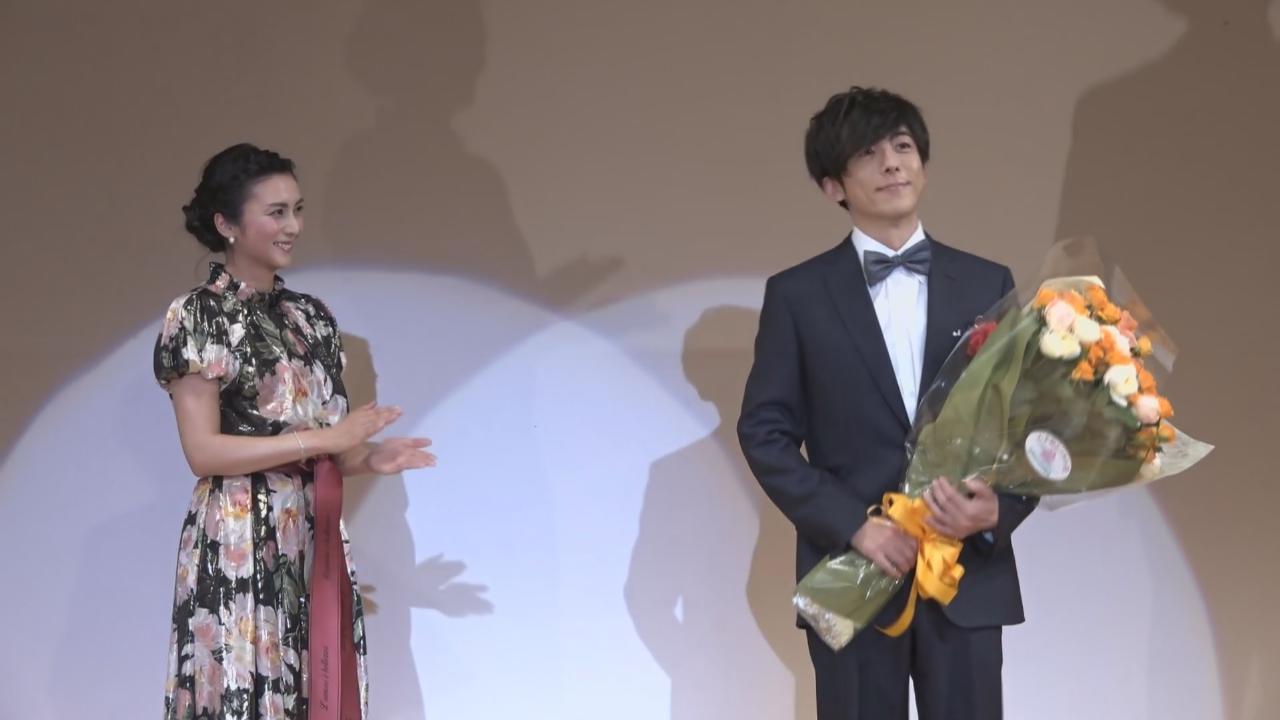高橋一生獲頒獎項 劇集拍檔柴咲幸到場祝賀