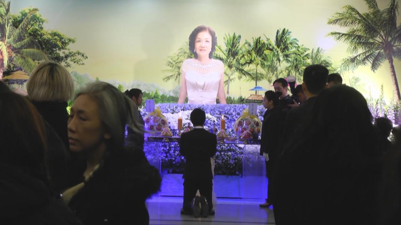 (國語)吳克群為母親舉行告別式 將靈堂佈置成夏威夷風格