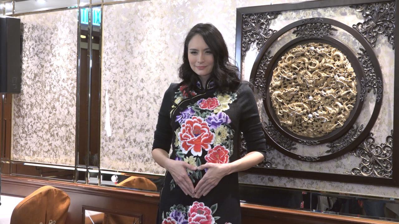 攜愛女參加公司開年飯 AnaR回想意外發現懷第二胎過程