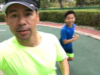 徐榮同仔仔親子練跑
