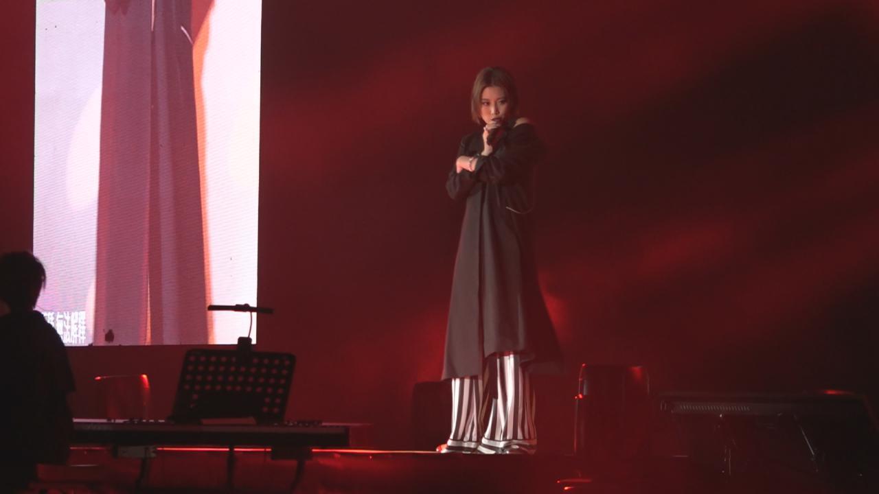 (國語)兩年後再度到港開演唱會 A-Lin賣力演唱大秀天籟歌聲