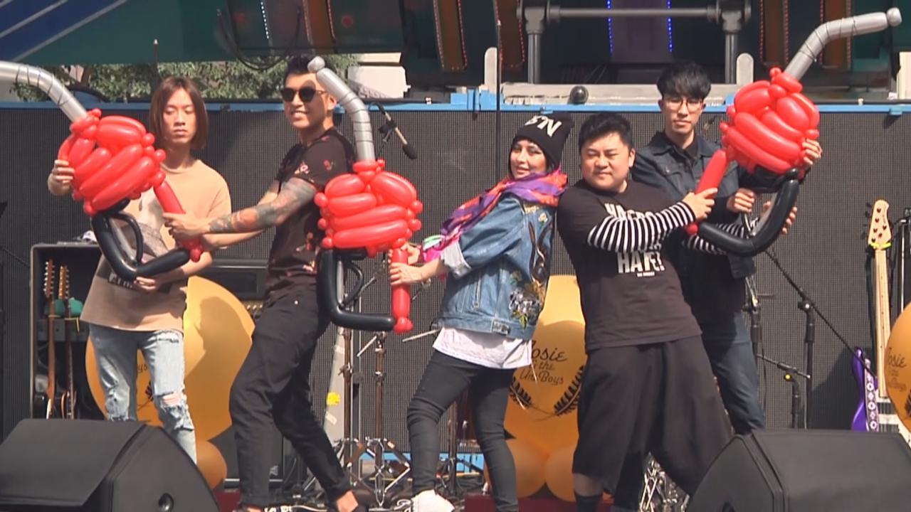 何超與海膽仔台灣宣傳 新歌發布會上大唱Rock歌