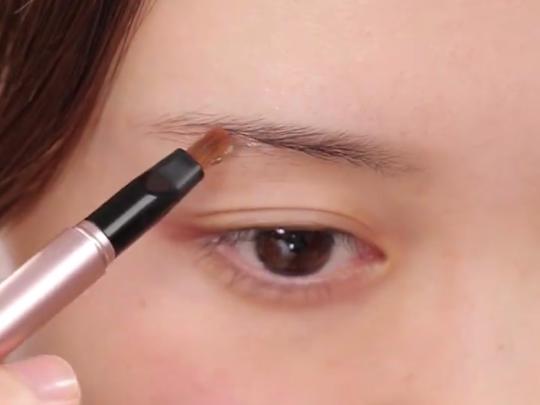 [不用霧眉!不用接睫毛~簡單讓眉毛&睫毛增量的秘密♡]接睫毛和霧眉是現代女孩的小心機呢~~~但想到乾扁的荷包就覺得很心痛啊,編在這裡分享一些特別的化妝品,在家畫也會有很好的效果喔?