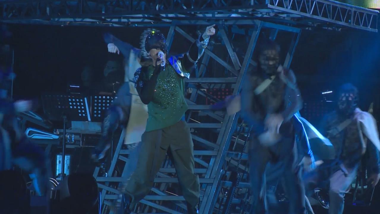 (國語)世界巡演上海揭開序幕 林俊傑化身蝙蝠演唱金曲