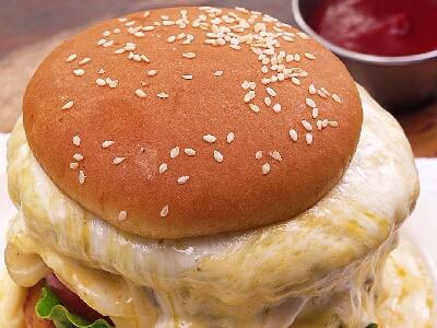 [食左飯未呀 Cookat] 熔岩芝士漢堡包
