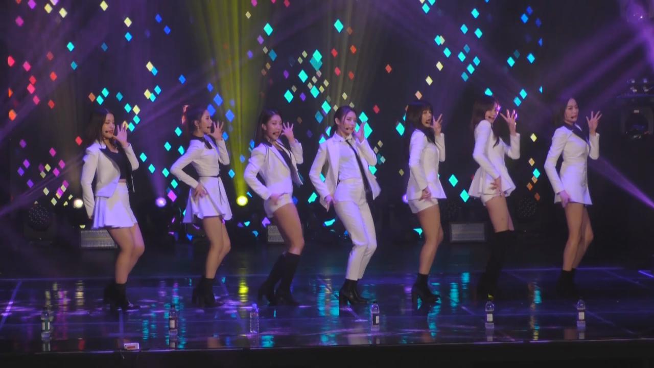 CLC三周年紀念演唱會 演唱經典歌曲炒熱氣氛