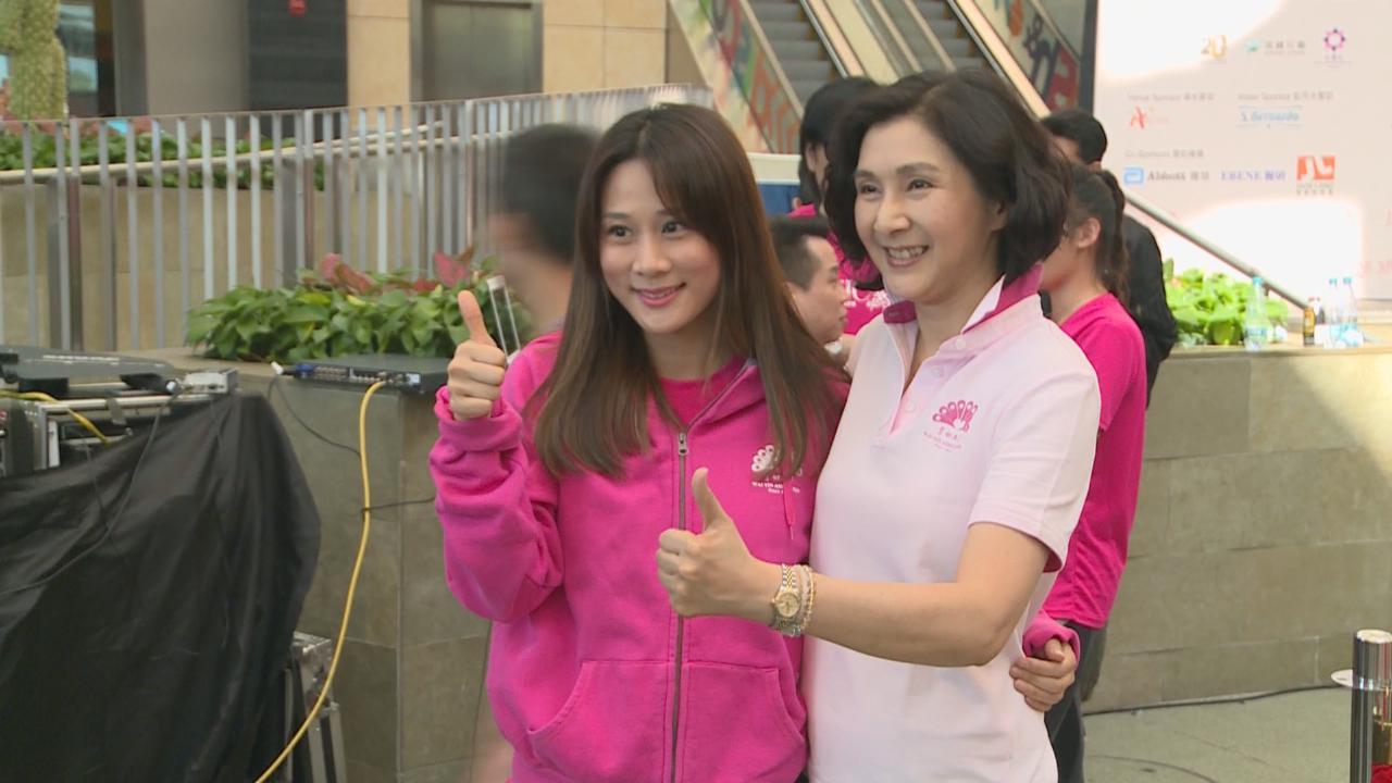 (國語)張嘉兒平時注重運動 剛帶女兒出游新加坡